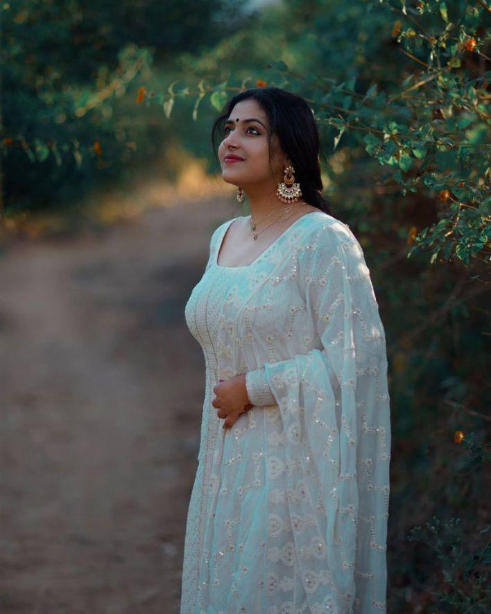 49+ Lovely Photos of Anu Sithara 15