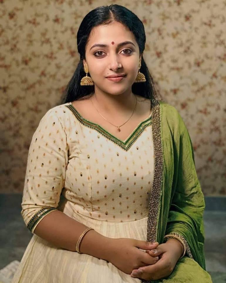 49+ Lovely Photos of Anu Sithara 101