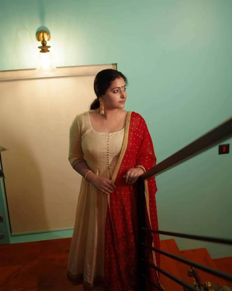 49+ Lovely Photos of Anu Sithara 102
