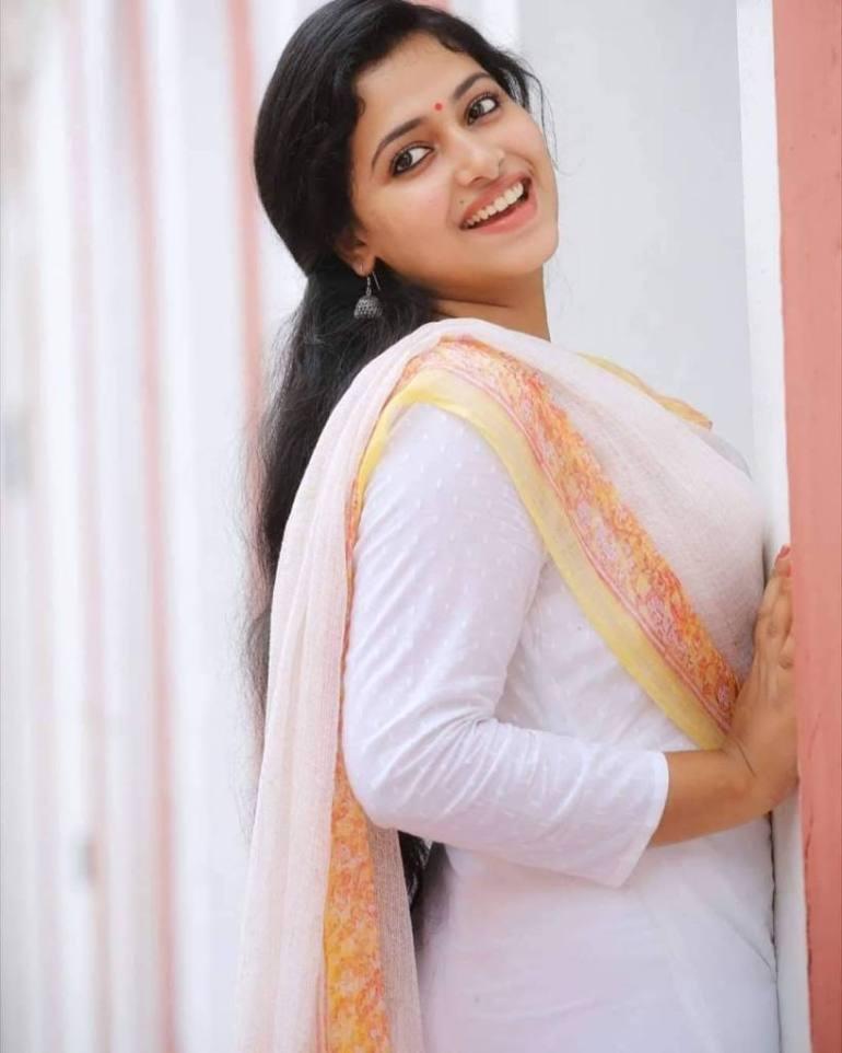 49+ Lovely Photos of Anu Sithara 103