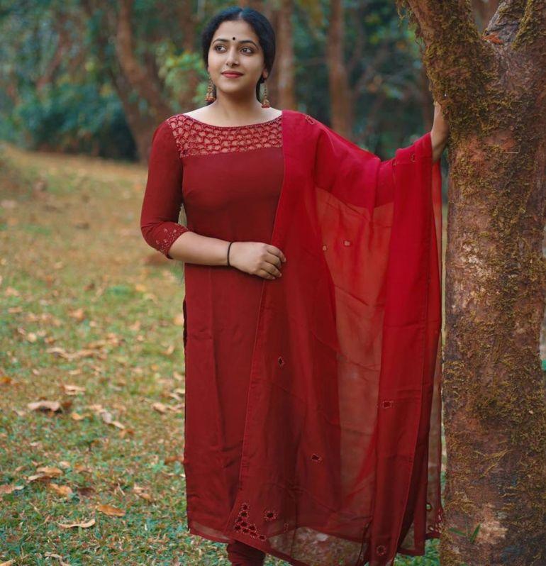 49+ Lovely Photos of Anu Sithara 96