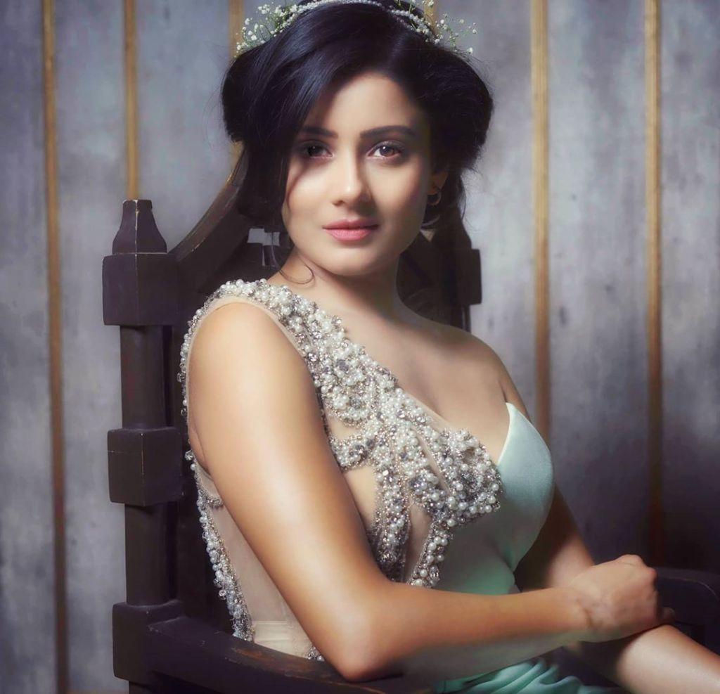 48+ Glamorous Photos of Archana Gupta 11