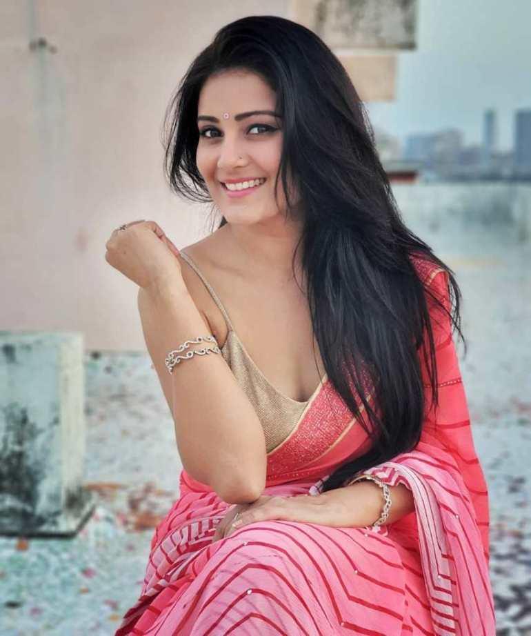 48+ Glamorous Photos of Archana Gupta 16