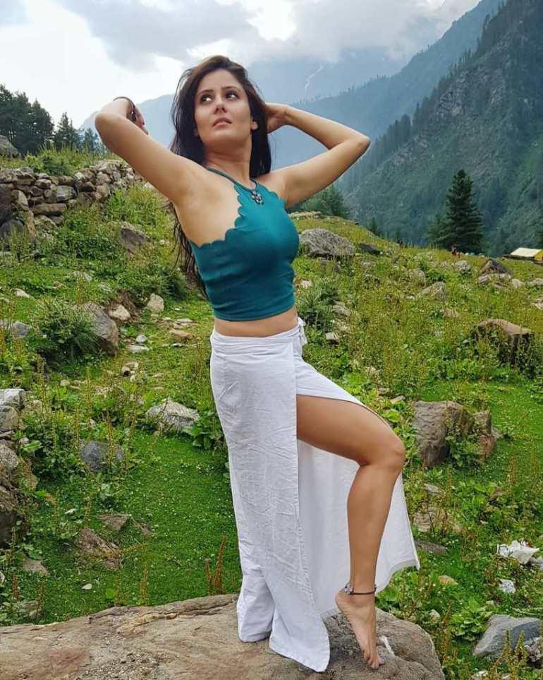 48+ Glamorous Photos of Archana Gupta 19