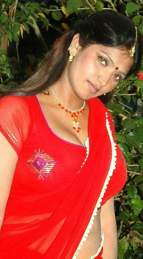 39+ Glamorous Photos of Bhuvaneshwari 39