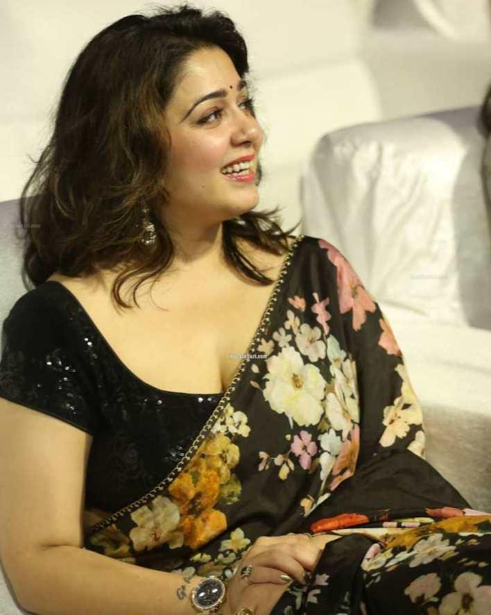 27+ Beautiful Photos of Charmy Kaur 15