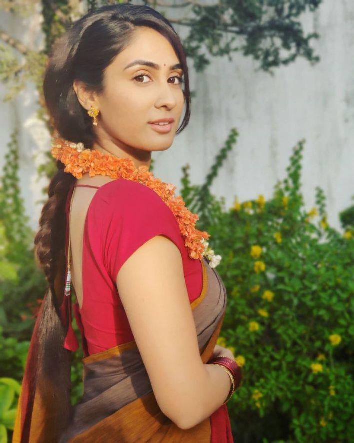 90+ Stunning Photos of Deepti Sati 75