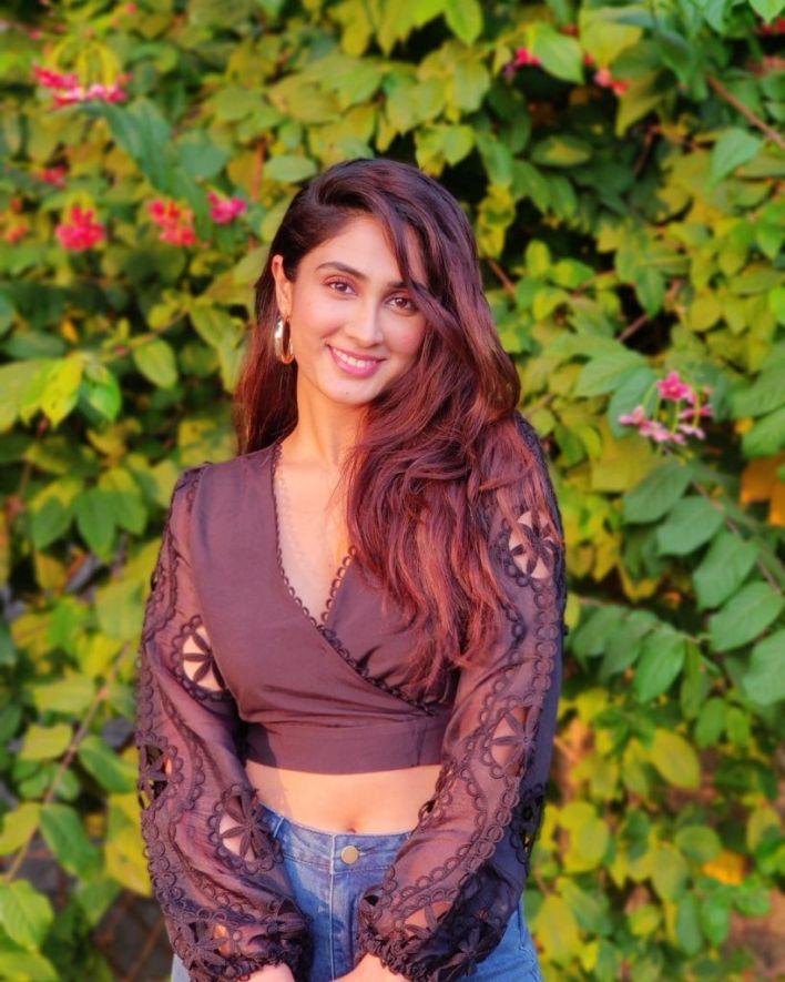 90+ Stunning Photos of Deepti Sati 80