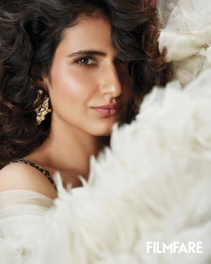 74+ Gorgeous Photos of Fathima Sana Shaikh 27