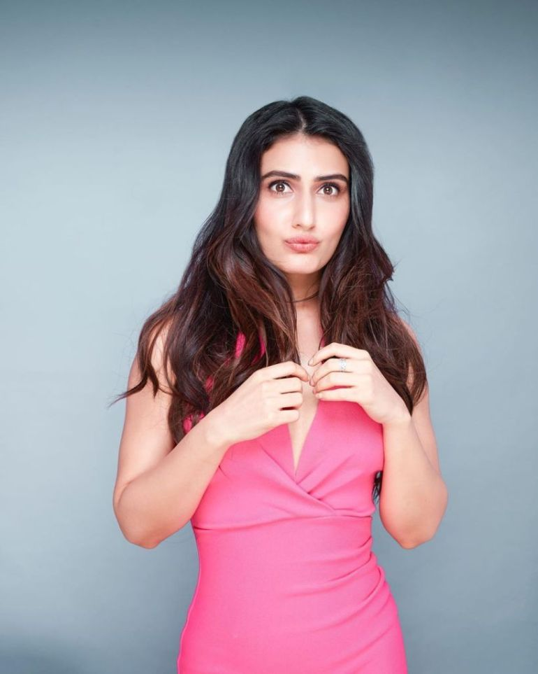 74+ Gorgeous Photos of Fathima Sana Shaikh 112