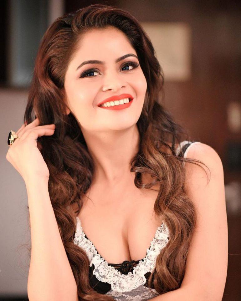 52+ Glamorous Photos of Gehana Vasisth 103