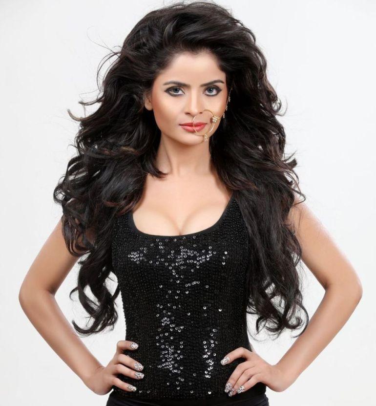 52+ Glamorous Photos of Gehana Vasisth 29