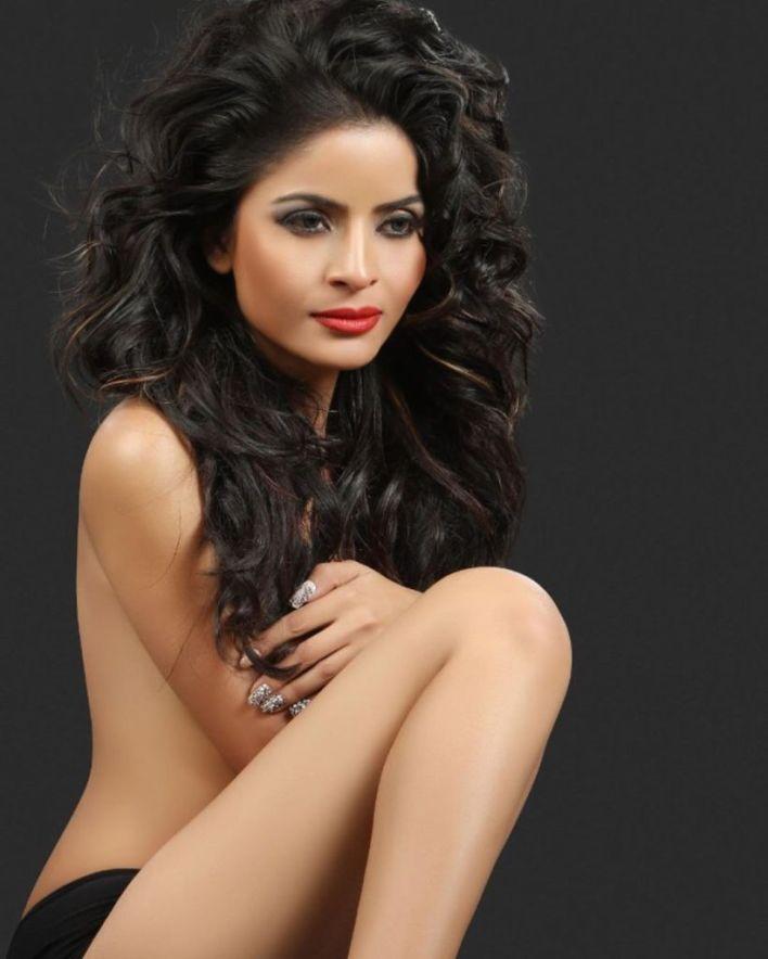 52+ Glamorous Photos of Gehana Vasisth 35