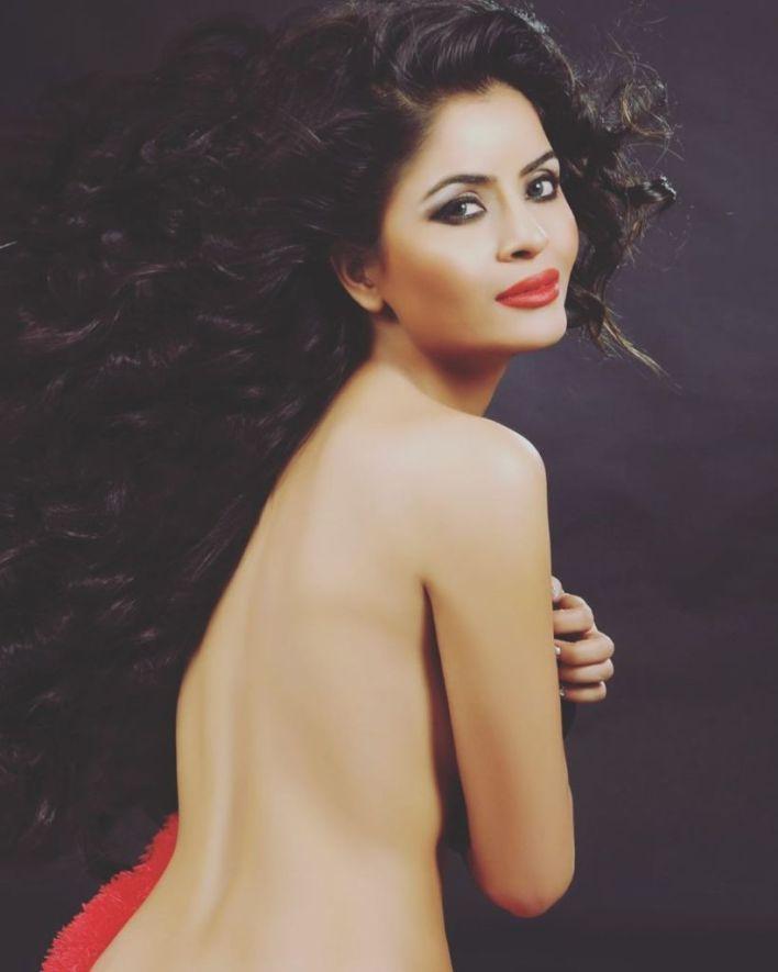 52+ Glamorous Photos of Gehana Vasisth 37