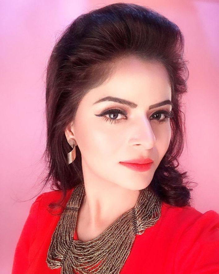 52+ Glamorous Photos of Gehana Vasisth 20