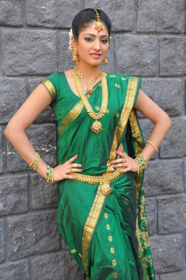 50+ Stunning Photos of Haripriya 29