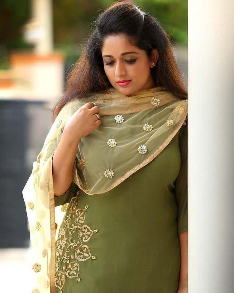 53+ Gorgeous Photos of Kavya Madhavan 14