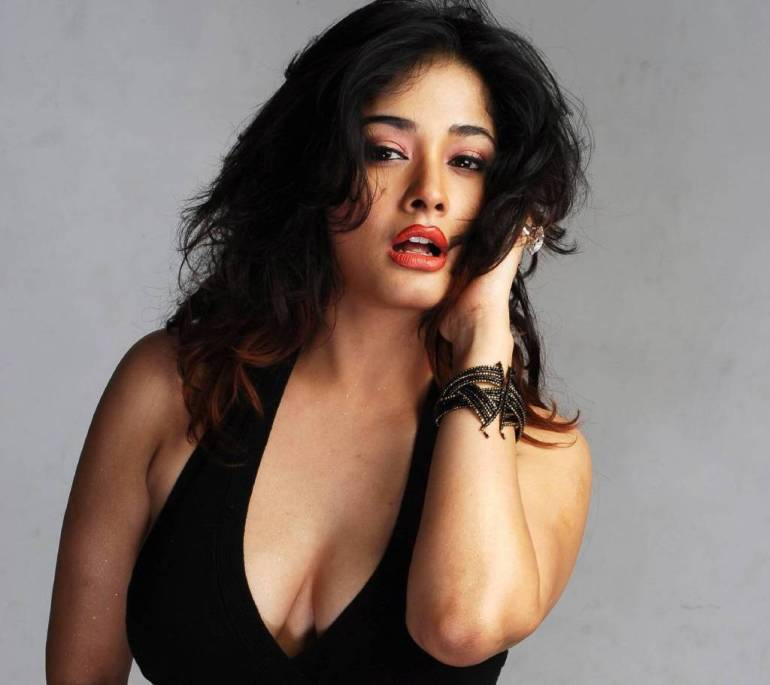 24+ Glamorous Photos of Kiran Rathod 51