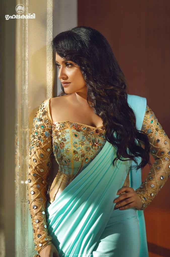 24+ Beautiful Photos of Lena Kumar 24