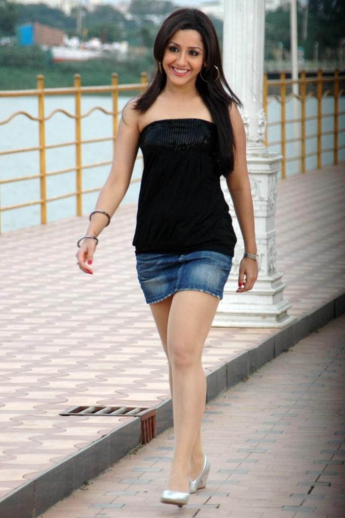29+ Beautiful Photos of Mallika Kapoor 27