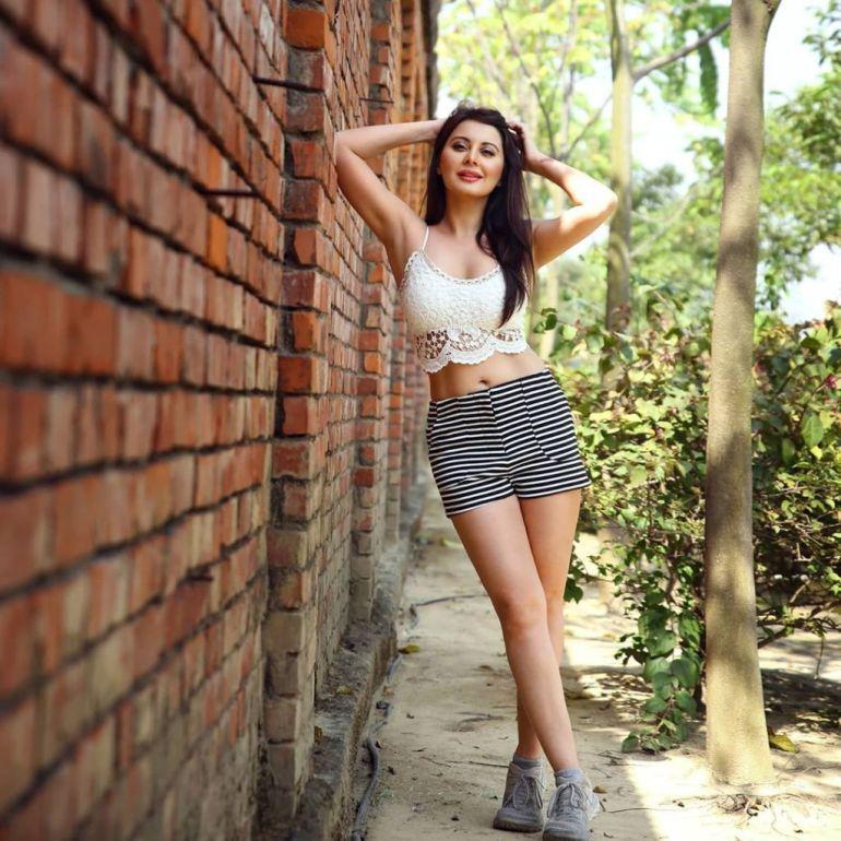 35+  Stunning Photos of Minissha Lamba 100