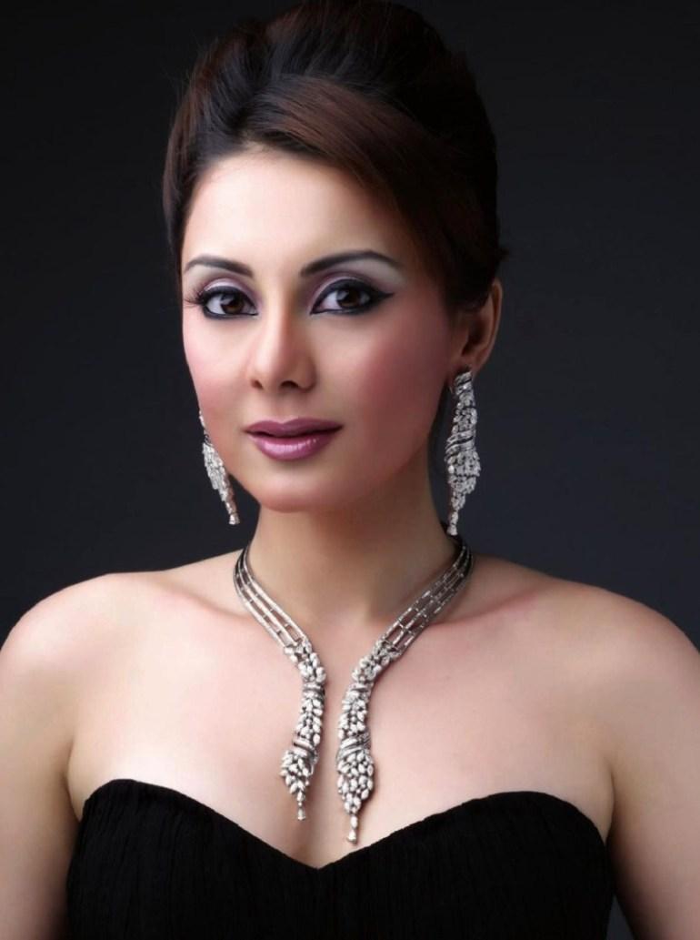 35+ Stunning Photos of Minissha Lamba 20