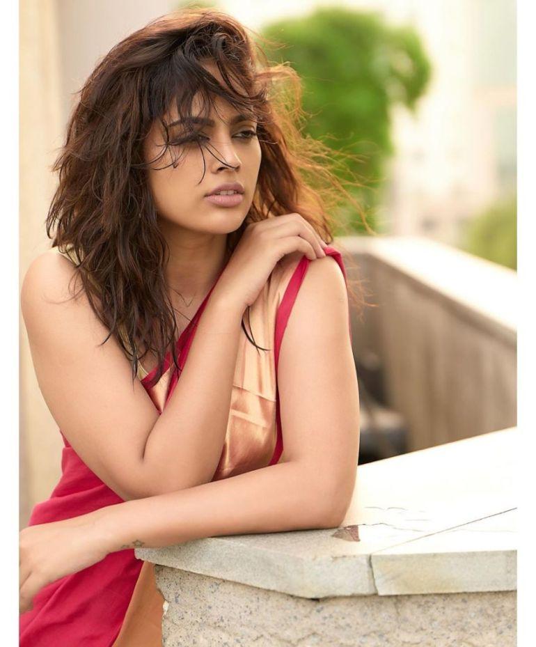 32+ Charming Photos of Nandita Swetha 48