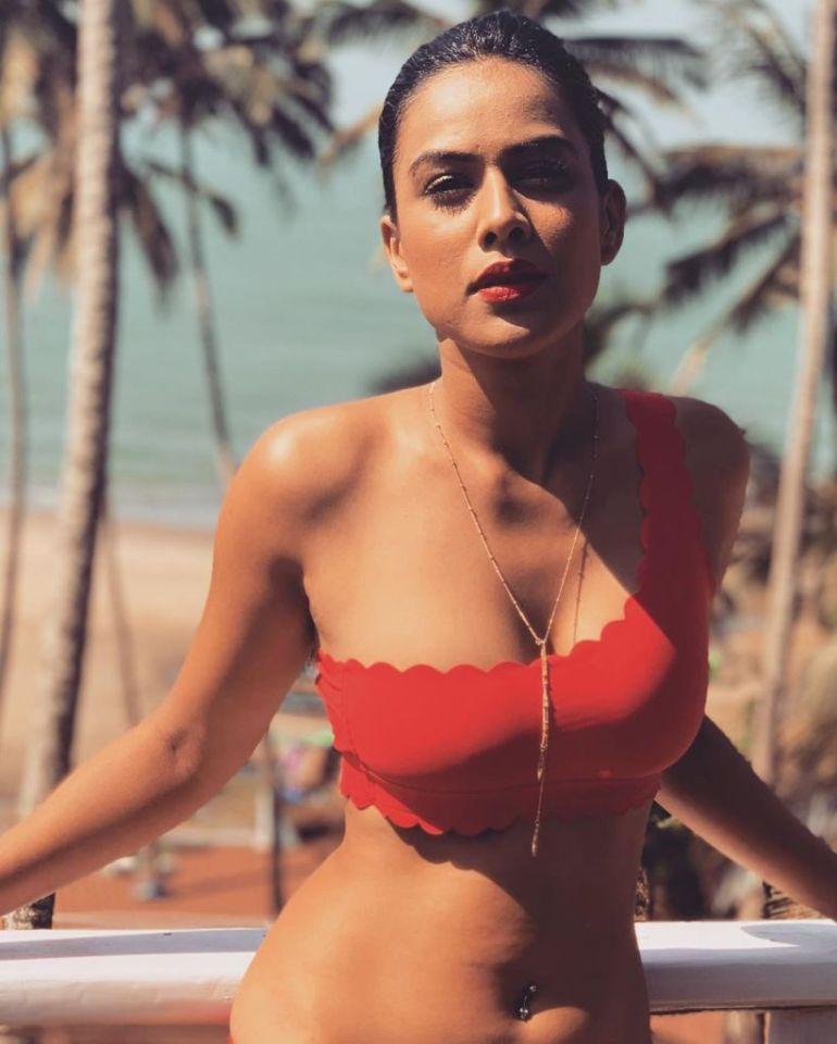 40+ Glamorous Photos of Nia Sharma 13