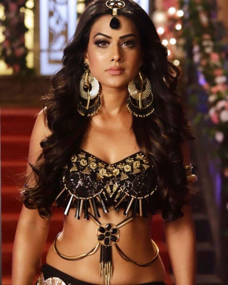 40+ Glamorous Photos of Nia Sharma 101
