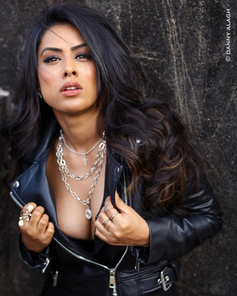 40+ Glamorous Photos of Nia Sharma 112