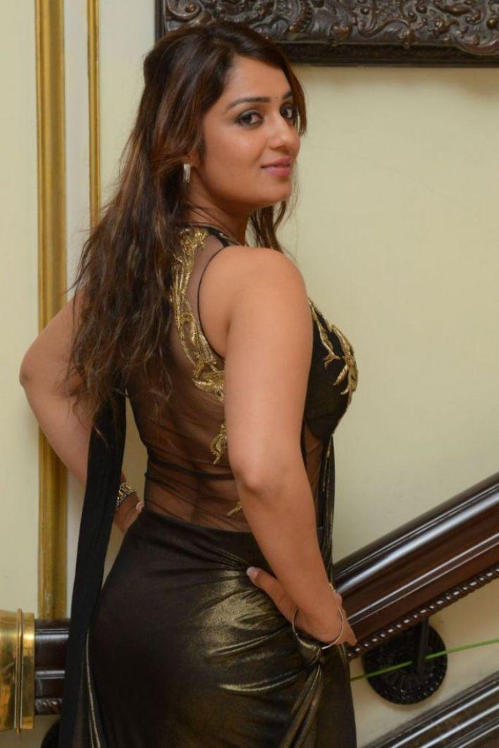 47+ Glamorous Photos of Nikita Thukral 26