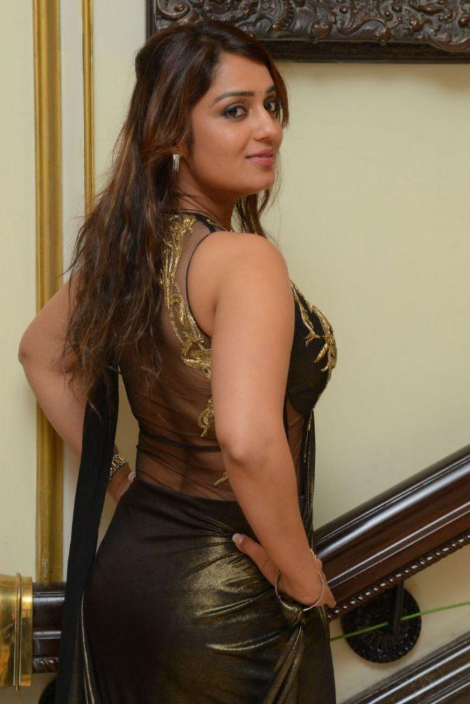47+ Glamorous Photos of Nikita Thukral 27