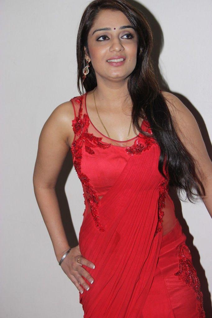 47+ Glamorous Photos of Nikita Thukral 11