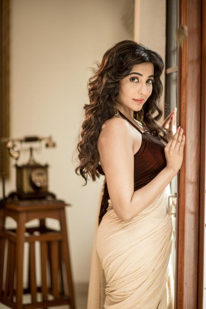59+ Charming Photos of Parvati Nair 13