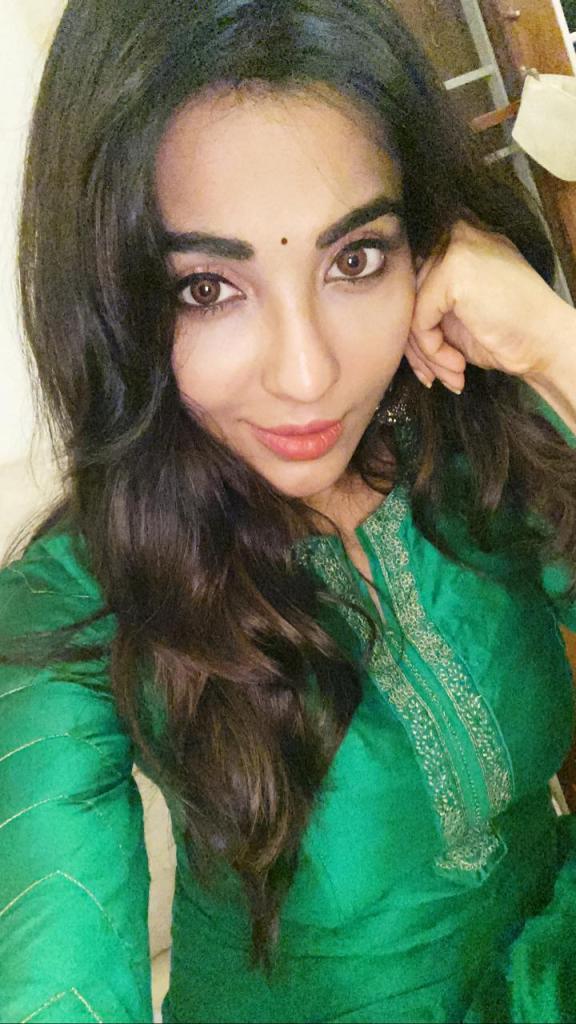 59+ Charming Photos of Parvati Nair 40