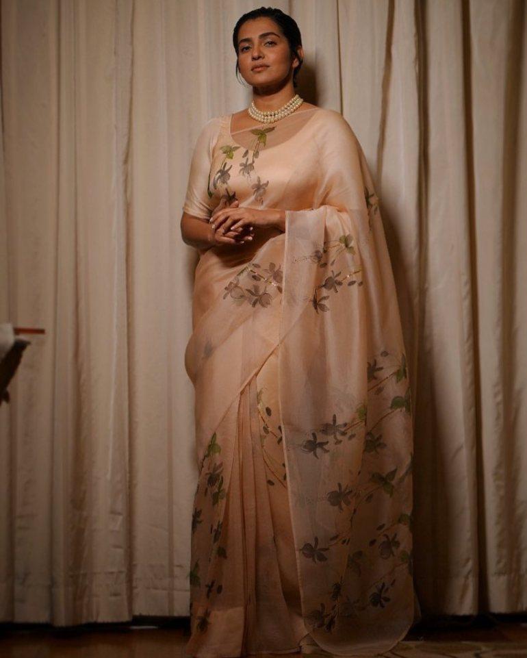 42+ Stunning Photos of Parvathy Thiruvothu 107
