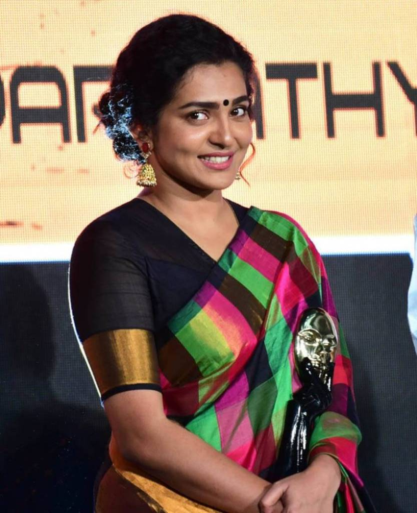 42+ Stunning Photos of Parvathy Thiruvothu 42