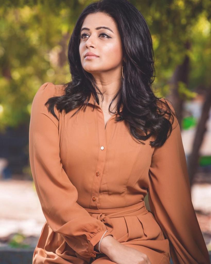 51+ Stunning Photos of Priyamani 6