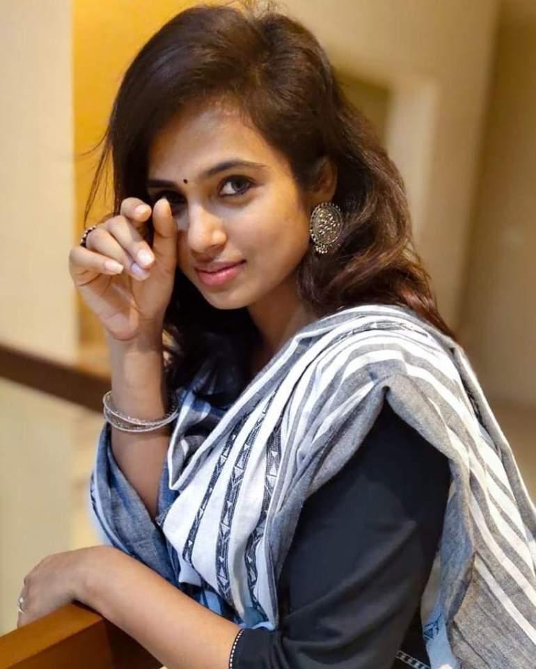 59+ Gorgeous Photos of Ramya Pandiyan 127