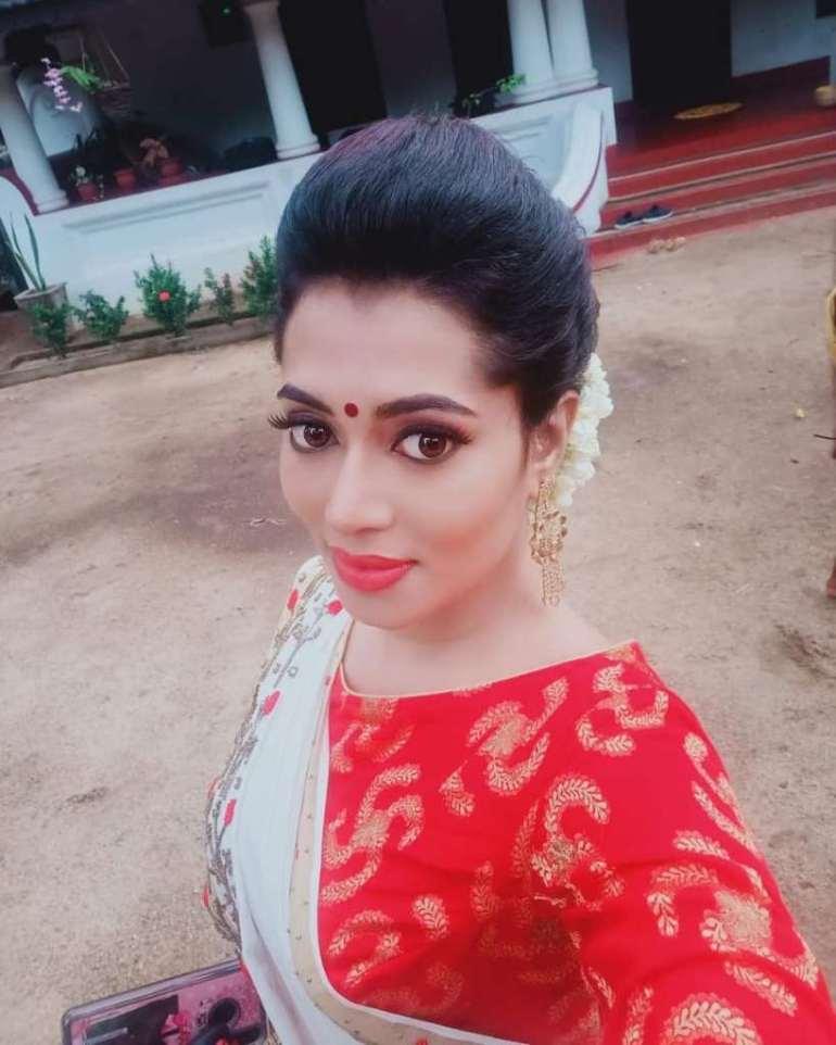 46+ Gorgeous Photos of Remya panicker 128