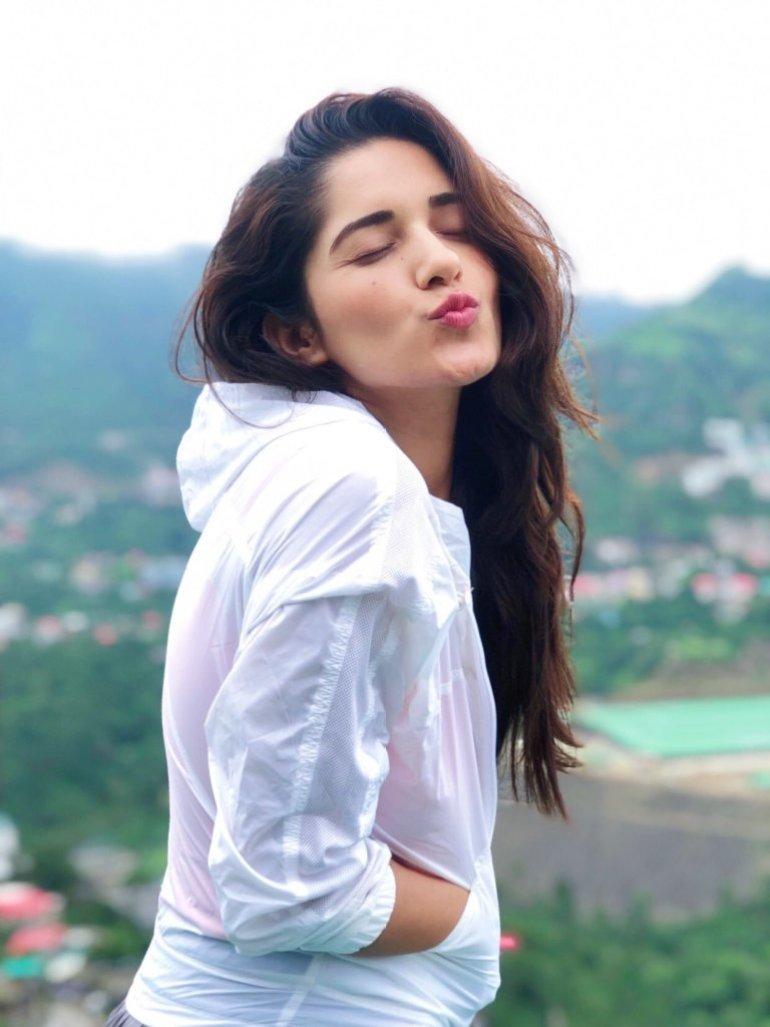 89+ Gorgeous Photos of Ruhani Sharma 64