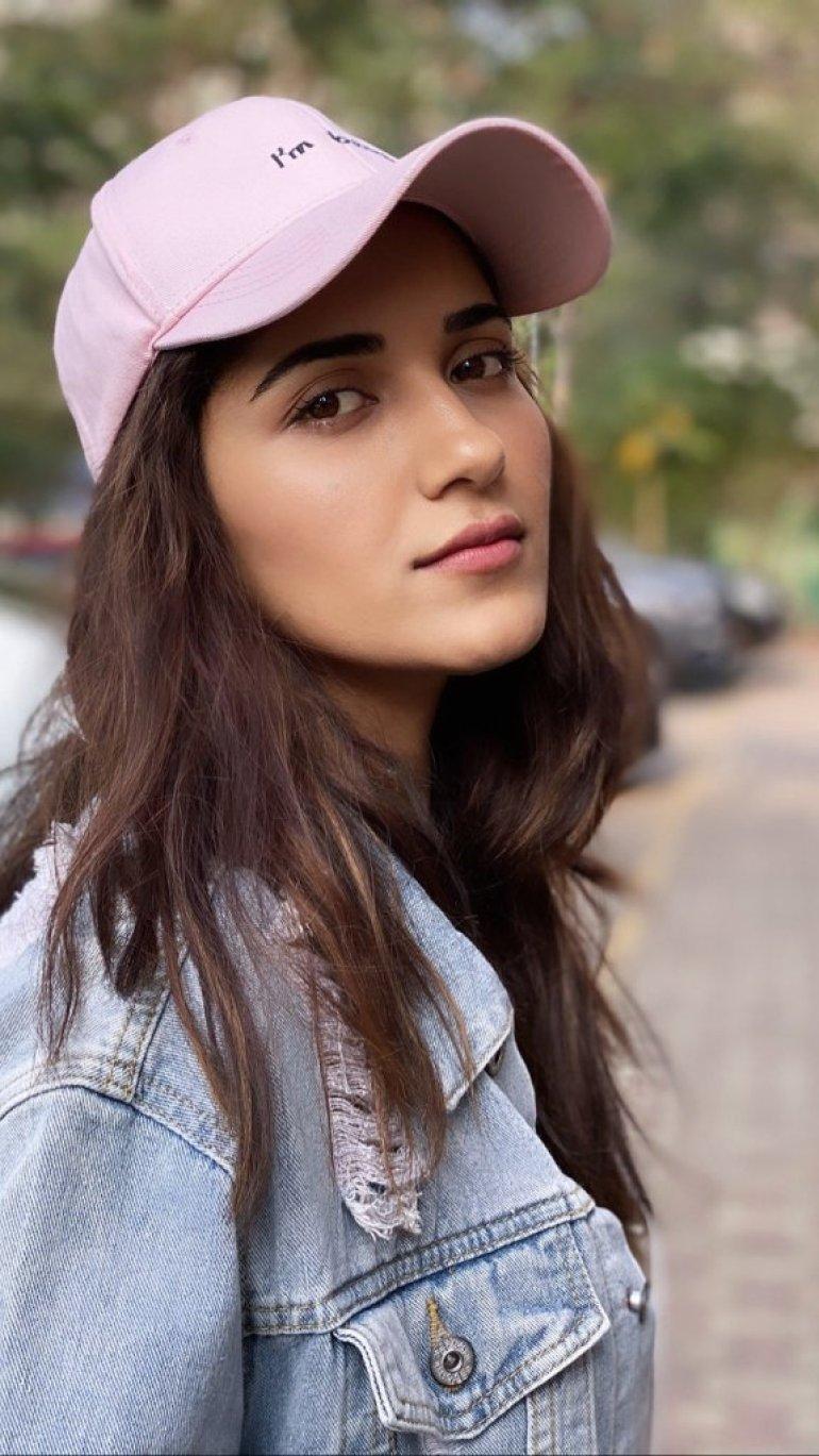 89+ Gorgeous Photos of Ruhani Sharma 77