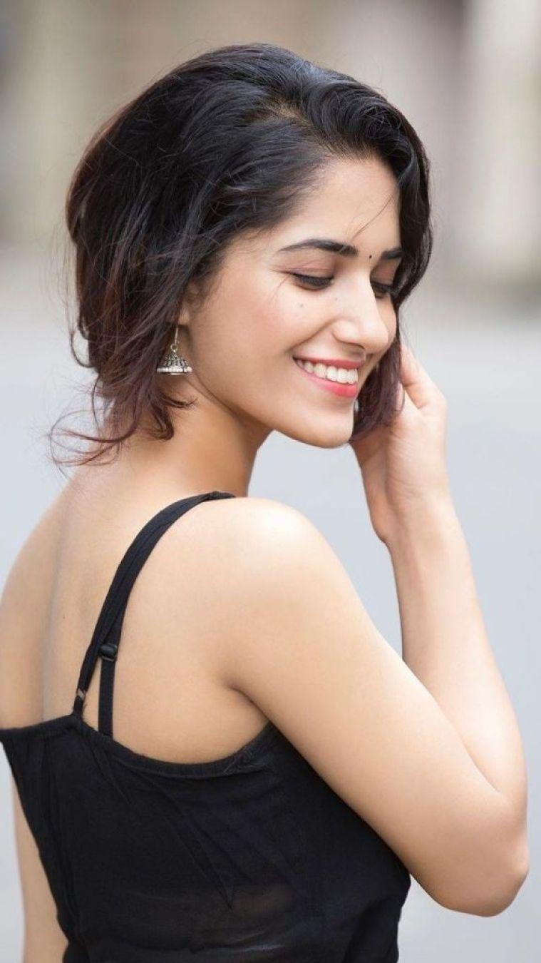 89+ Gorgeous Photos of Ruhani Sharma 57