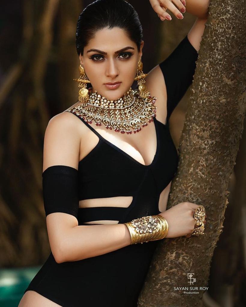 32+ Gorgeous Photos of Sakshi Choudhary 5