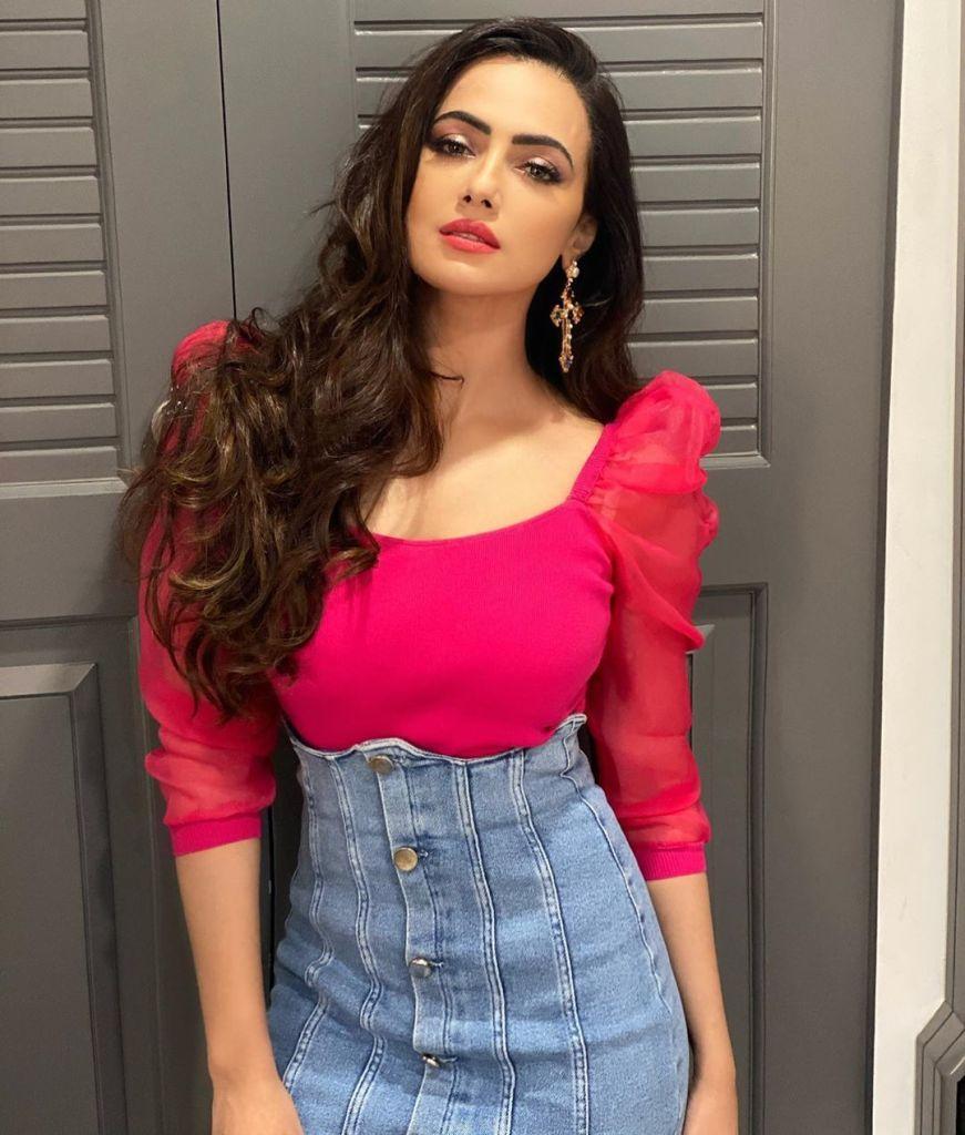 43+ Lovely Photos of Sana Khan 32