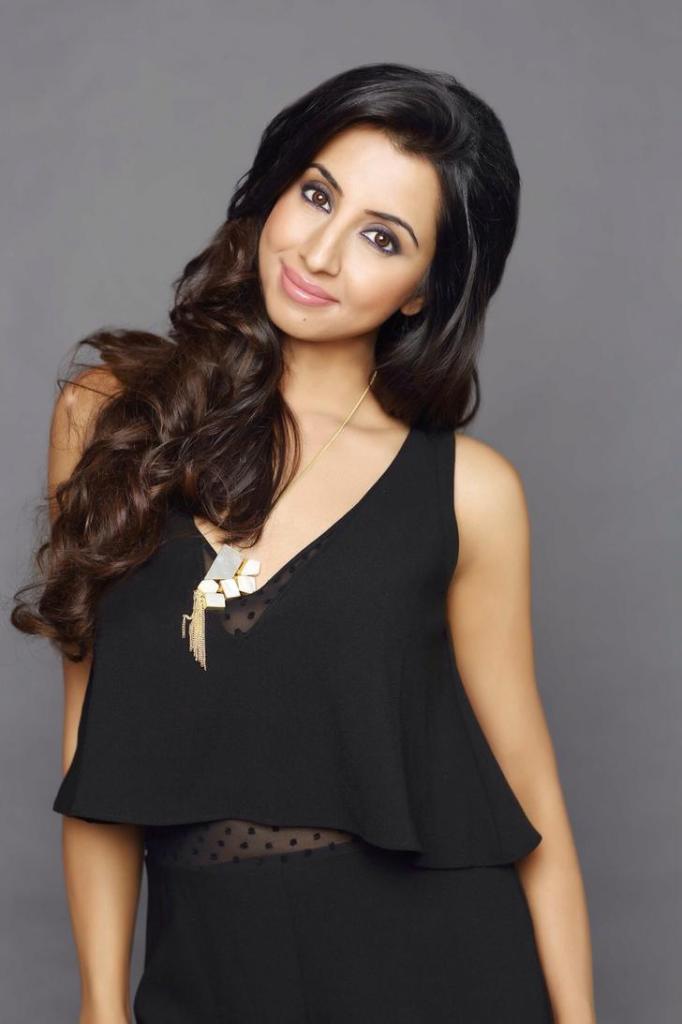 36+ Stunning Photos of Sanjana Galrani 24