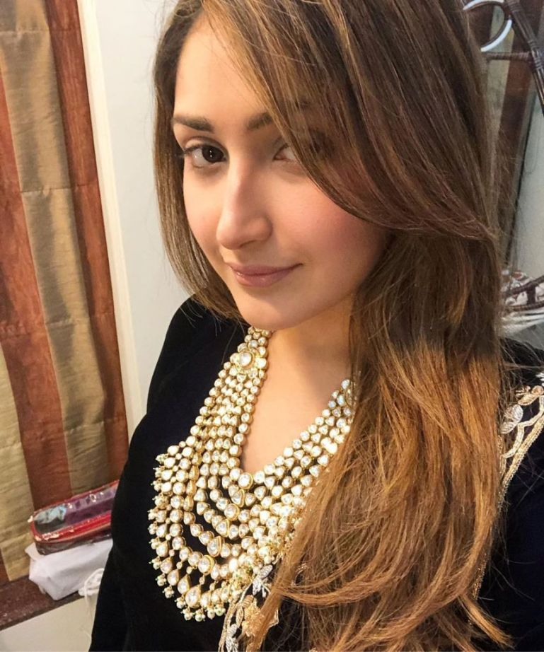 72+ Charming Photos of Sayesha Saigal 96