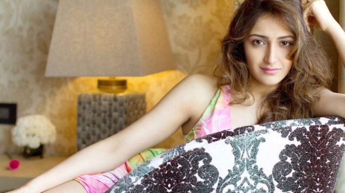 72+ Charming Photos of Sayesha Saigal 54