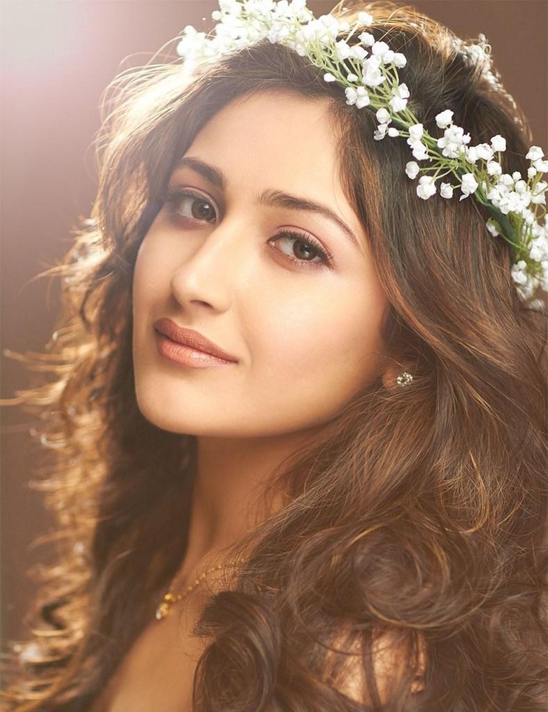 72+ Charming Photos of Sayesha Saigal 65