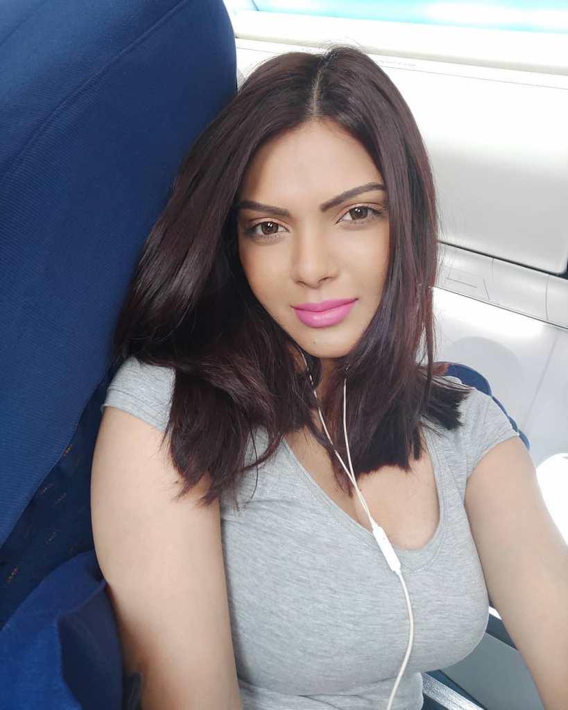 49+ Glamorous Photos of Sherlyn Chopra 21
